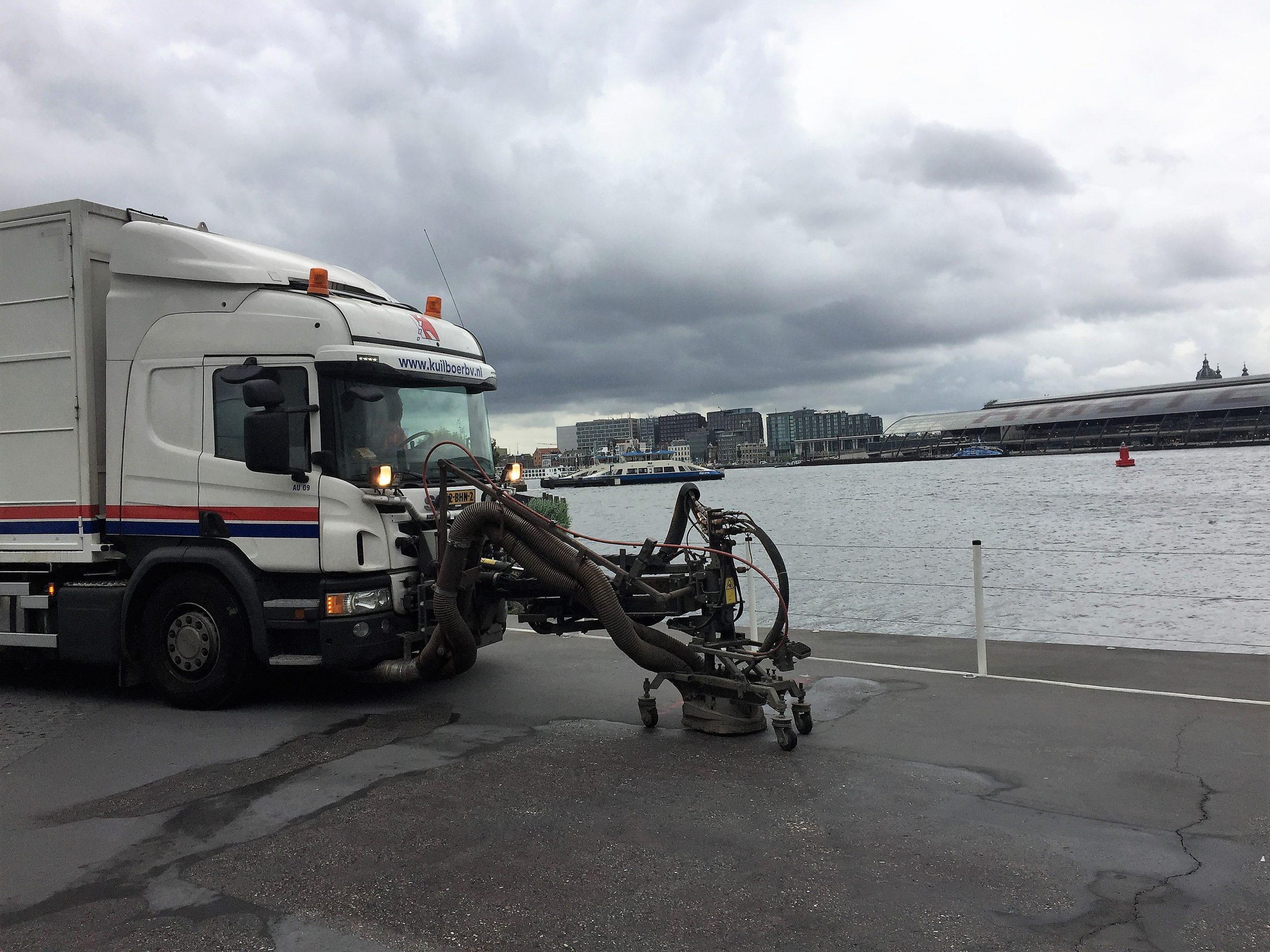 Wegmarkeringen verwijderen, Amsterdam, Eye Gebouw