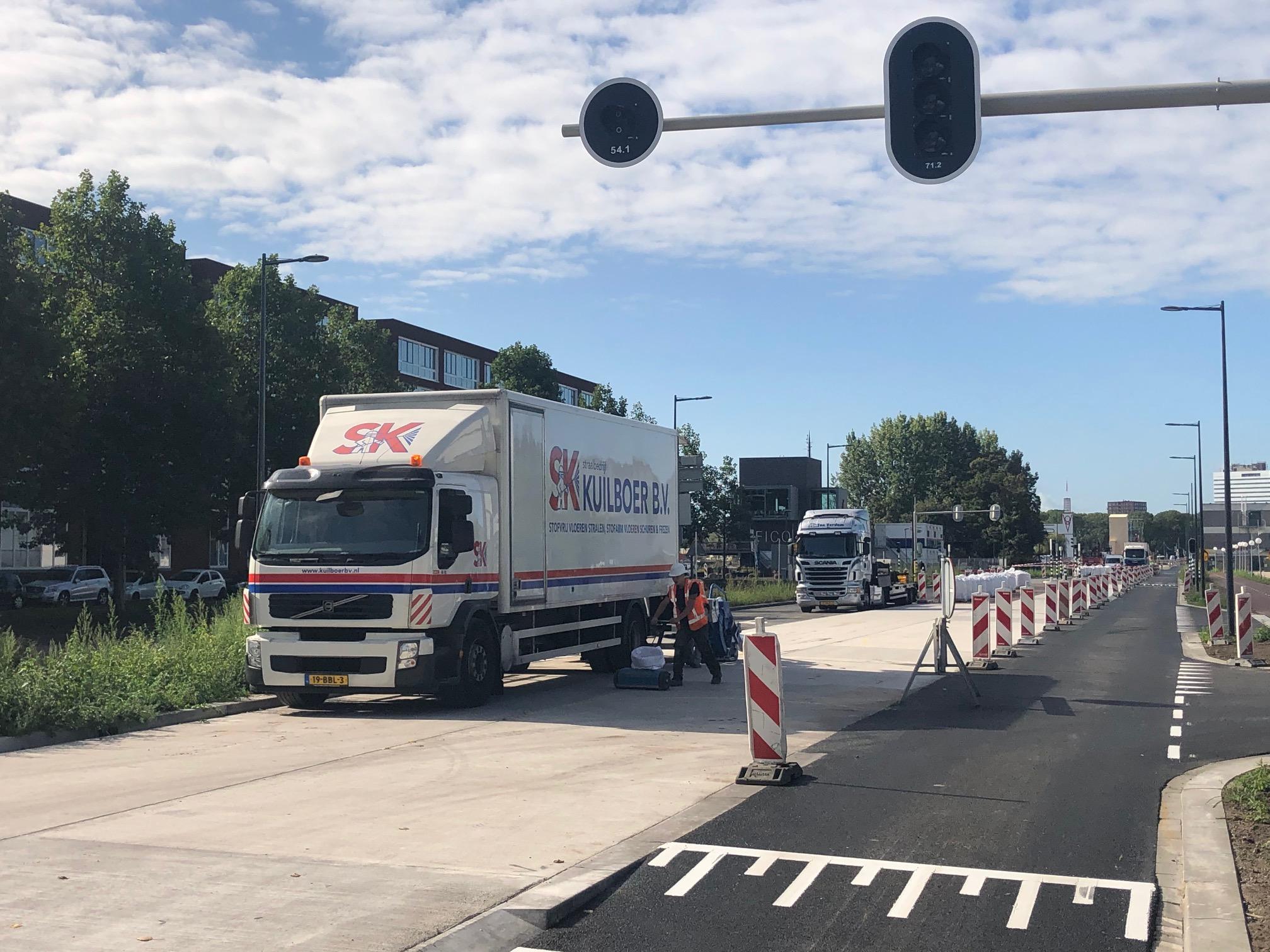 Aanstralen betonnen busbaan in Utrecht